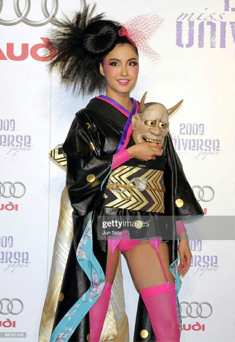 Trang phục dân tộc bị tẩy chay ở Miss Universe: Bộ như phim 18+, bộ vi phạm luật pháp Ảnh 4