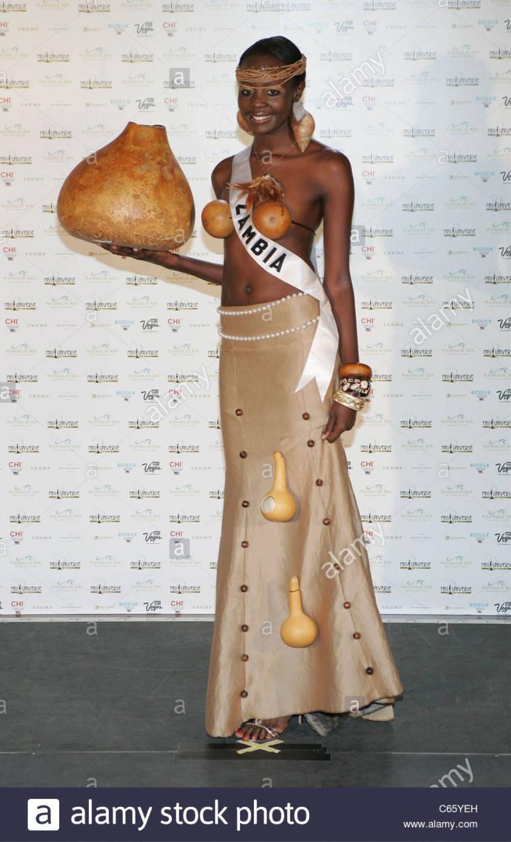 Trang phục dân tộc bị tẩy chay ở Miss Universe: Bộ như phim 18+, bộ vi phạm luật pháp Ảnh 12