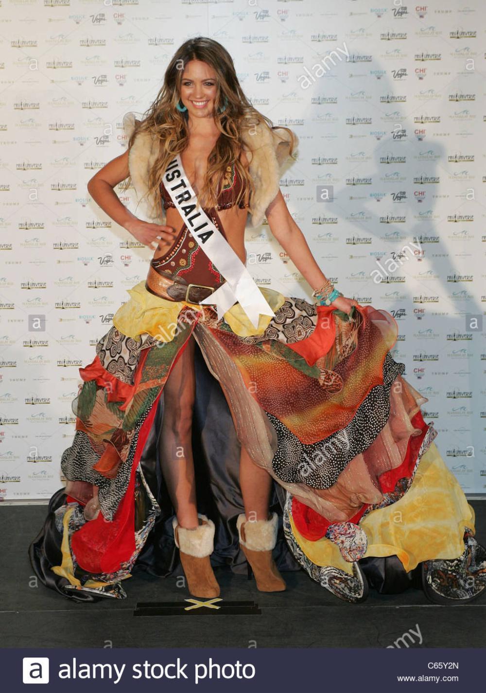 Trang phục dân tộc bị tẩy chay ở Miss Universe: Bộ như phim 18+, bộ vi phạm luật pháp Ảnh 2