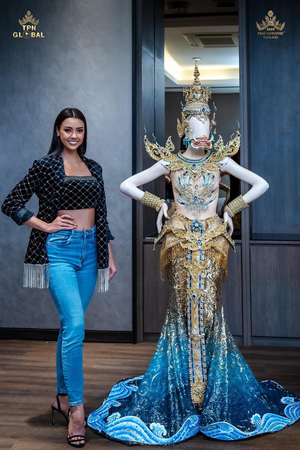 Hoa hậu Hoàn vũ Thái Lan gây tranh cãi khi mang trang phục dân tộc bầu ngực trần tới Miss Universe 2020 Ảnh 3