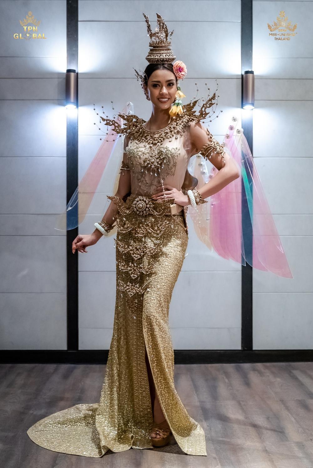 Hoa hậu Hoàn vũ Thái Lan gây tranh cãi khi mang trang phục dân tộc bầu ngực trần tới Miss Universe 2020 Ảnh 9