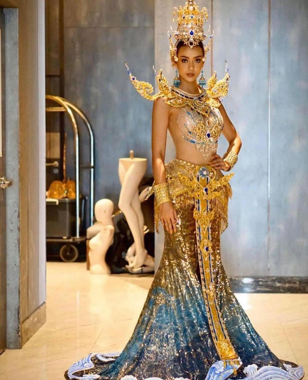 Hoa hậu Hoàn vũ Thái Lan gây tranh cãi khi mang trang phục dân tộc bầu ngực trần tới Miss Universe 2020 Ảnh 2