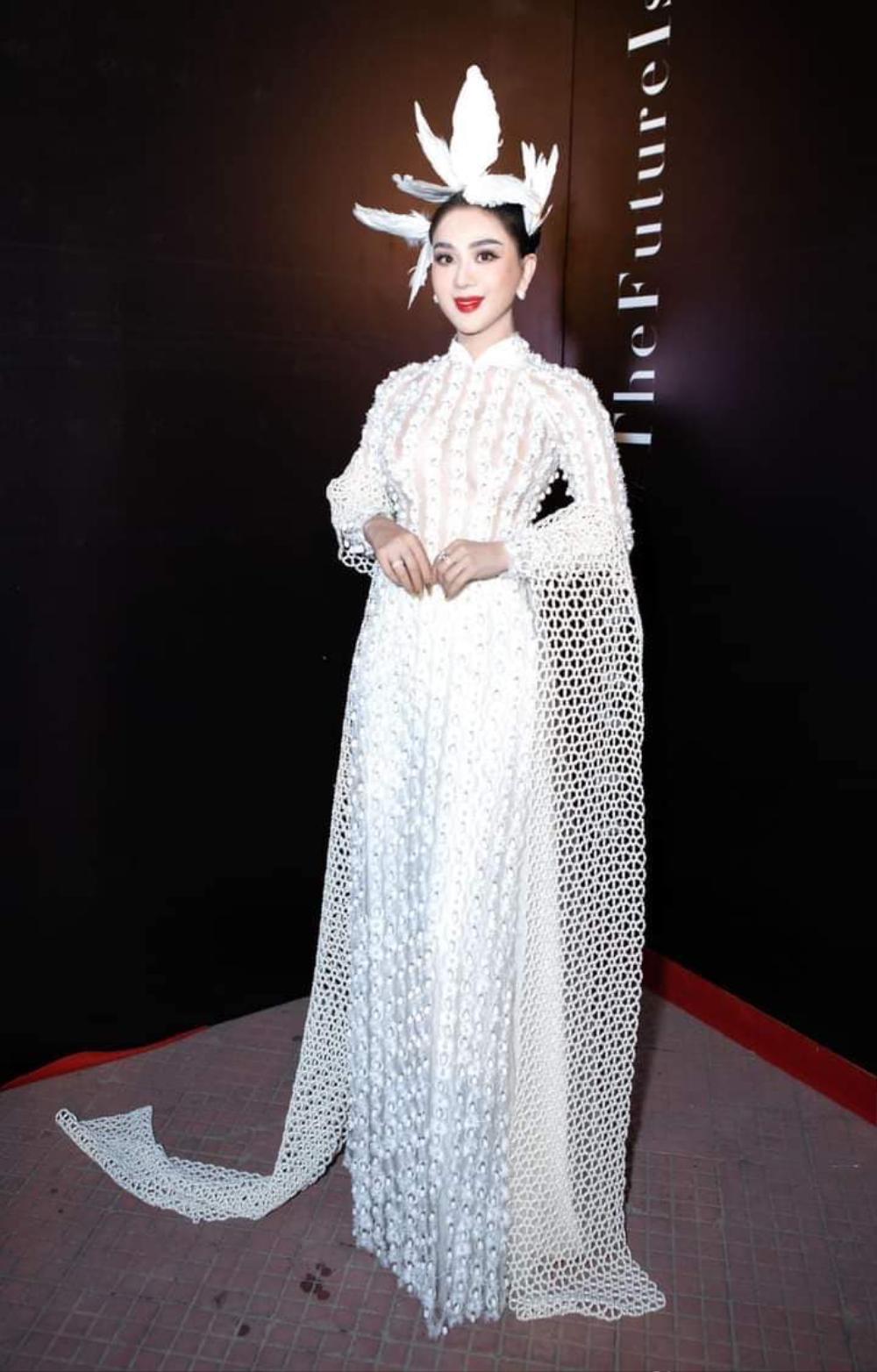 Lâm Khánh Chi mặc đầm xẻ đến hông, xinh đẹp rạng rỡ đạp tan tin đồn chỉnh sửa nát mặt Ảnh 7