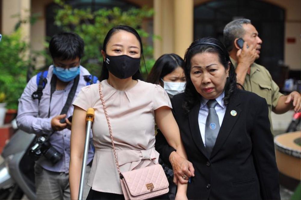 Tài xế Mercedes gây tai nạn cho nữ tiếp viên hàng không 79% thương tật nhận 7 năm 6 tháng tù Ảnh 2
