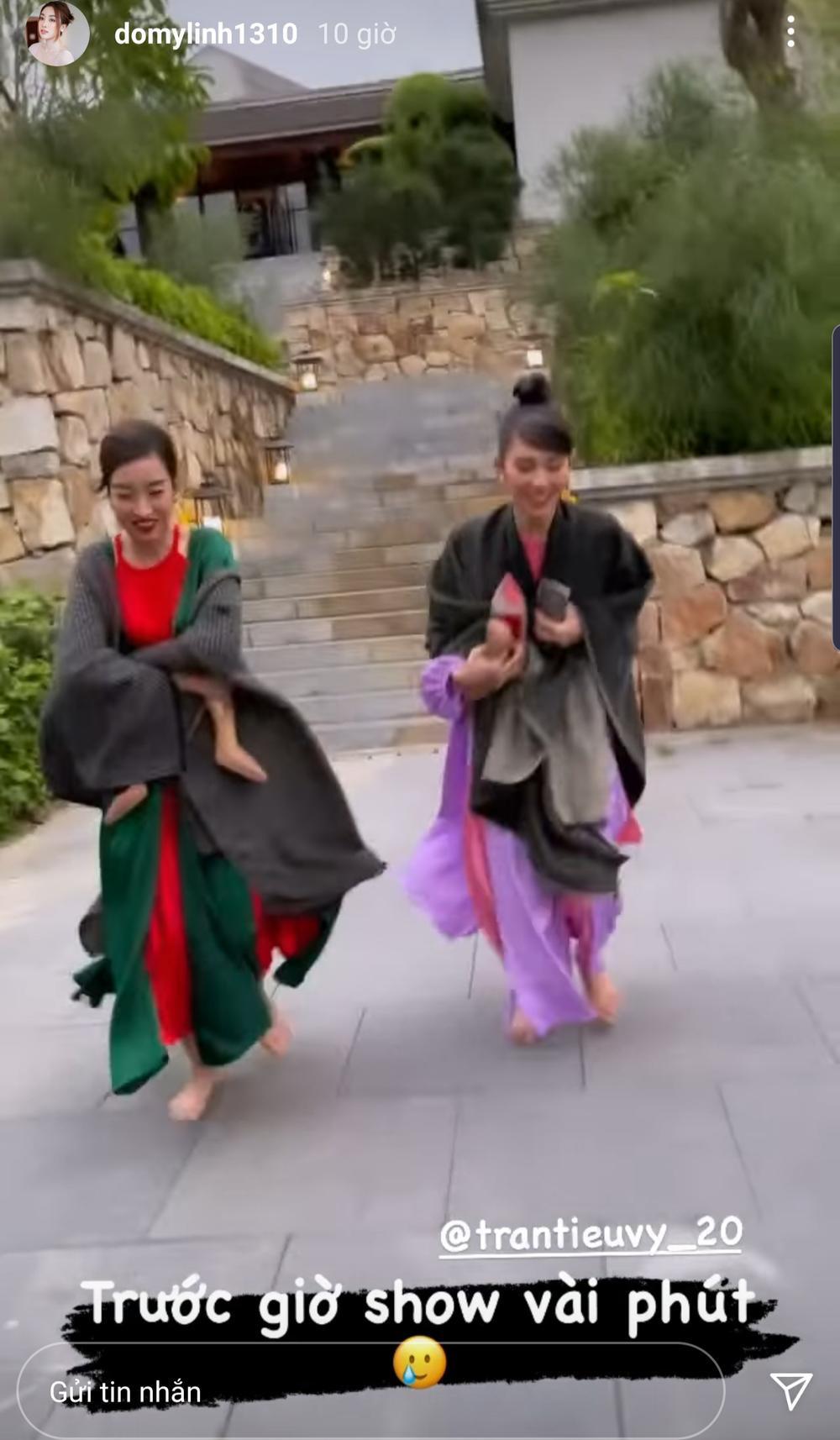 Đỗ Mỹ Linh, Tiểu Vy lên đồ lộng lẫy nhưng ôm giày chạy vì sợ trễ show khiến fan phì cười Ảnh 1