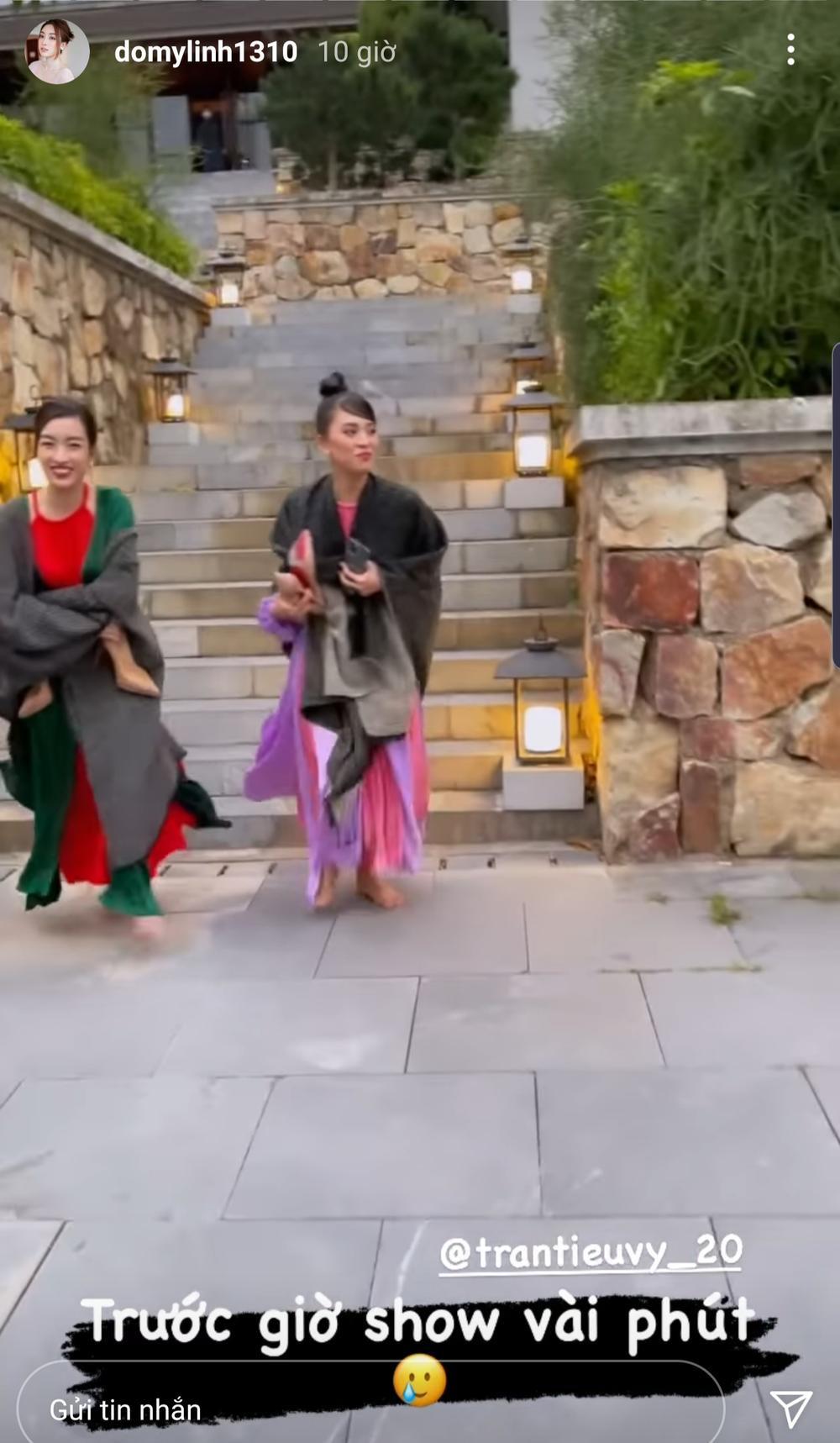 Đỗ Mỹ Linh, Tiểu Vy lên đồ lộng lẫy nhưng ôm giày chạy vì sợ trễ show khiến fan phì cười Ảnh 2