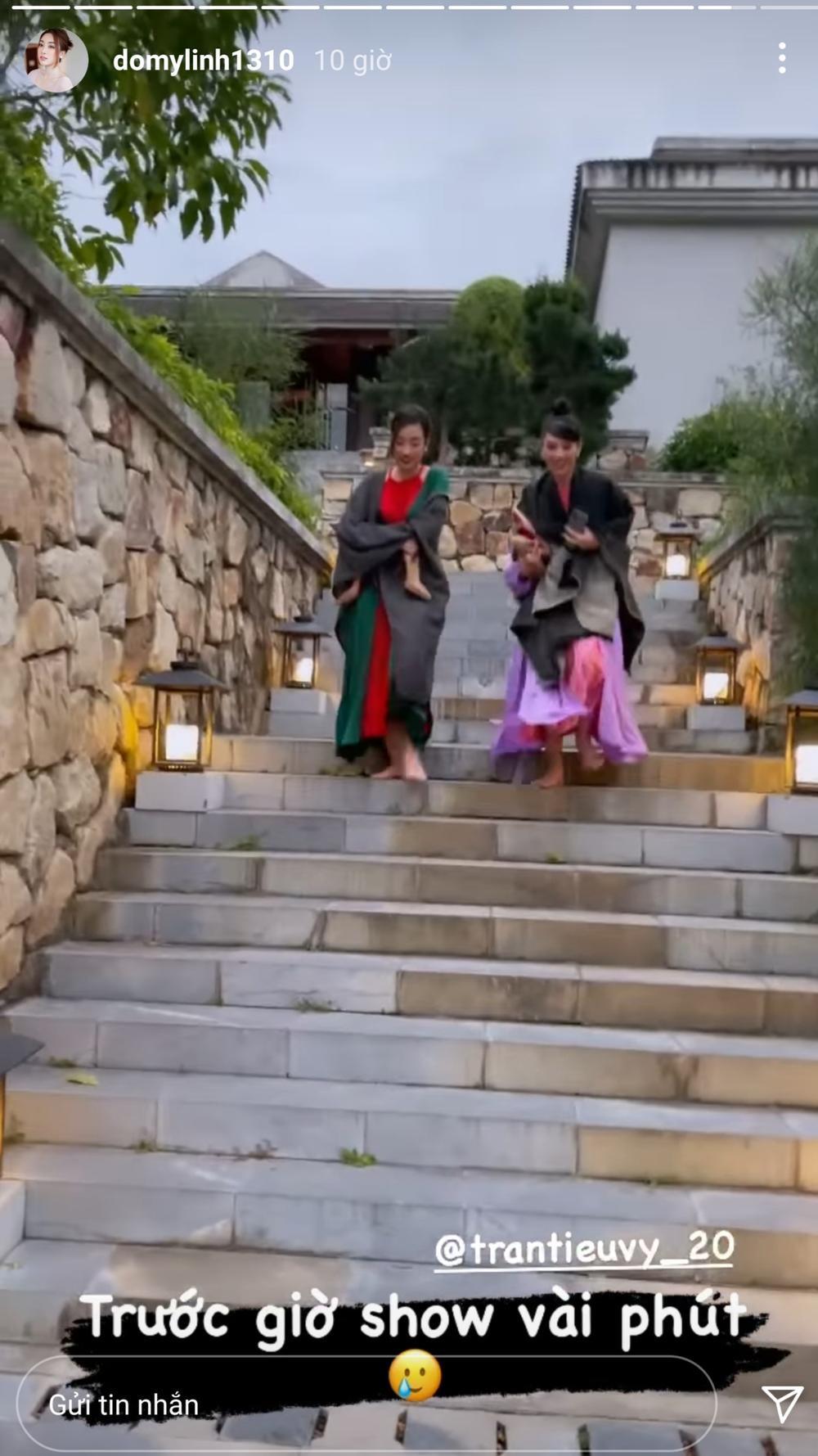 Đỗ Mỹ Linh, Tiểu Vy lên đồ lộng lẫy nhưng ôm giày chạy vì sợ trễ show khiến fan phì cười Ảnh 3