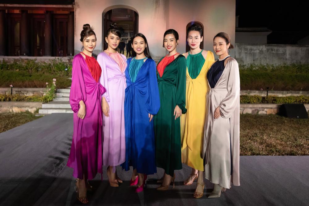 Tiểu Vy, Đỗ Mỹ Linh, Tống Diệu Hằng khoe sắc thắm thiết với váy tứ thân mớ ba mớ bảy Ảnh 5