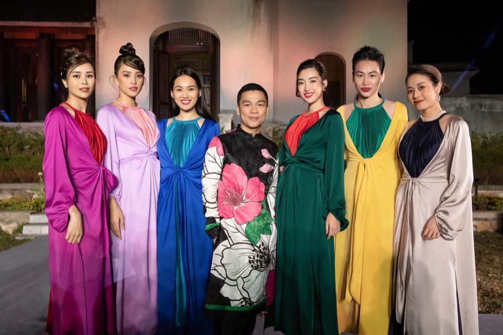 Tiểu Vy, Đỗ Mỹ Linh, Tống Diệu Hằng khoe sắc thắm thiết với váy tứ thân mớ ba mớ bảy Ảnh 6