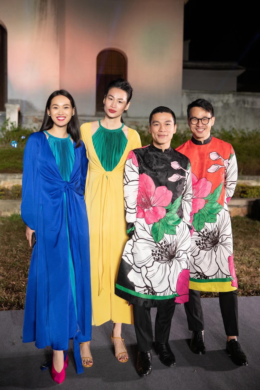 Tiểu Vy, Đỗ Mỹ Linh, Tống Diệu Hằng khoe sắc thắm thiết với váy tứ thân mớ ba mớ bảy Ảnh 8