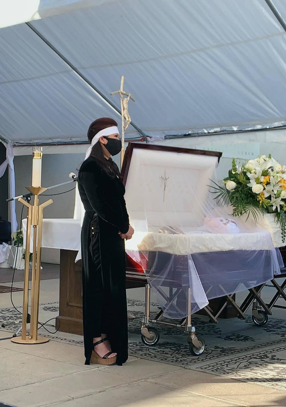 Trizzie Phương Trinh buồn bã chia sẻ về tang lễ NS Chí Tài: 'Rồi đây Bé Heo sẽ làm nũng với ai?' Ảnh 2