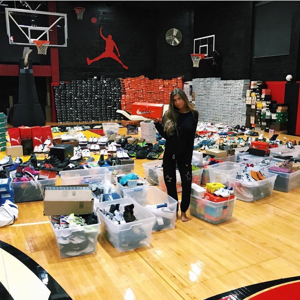 Choáng ngợp vì tủ giày sneaker lớn nhất thế giới hơn 6000 đôi Ảnh 4