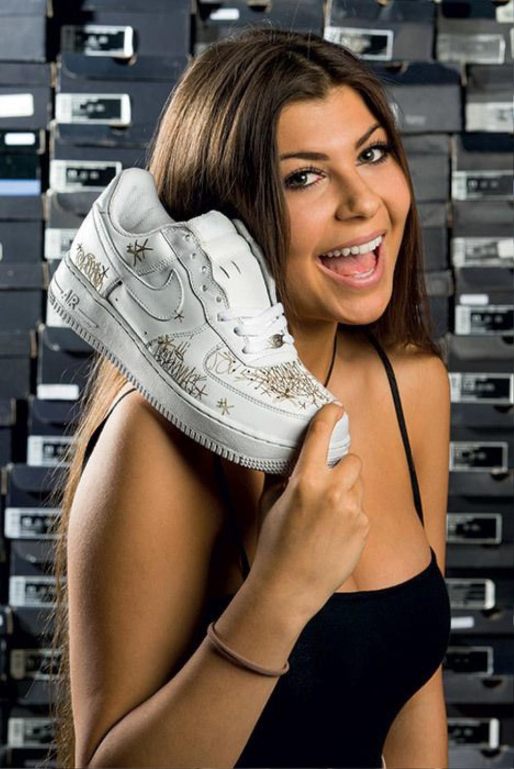 Choáng ngợp vì tủ giày sneaker lớn nhất thế giới hơn 6000 đôi Ảnh 2