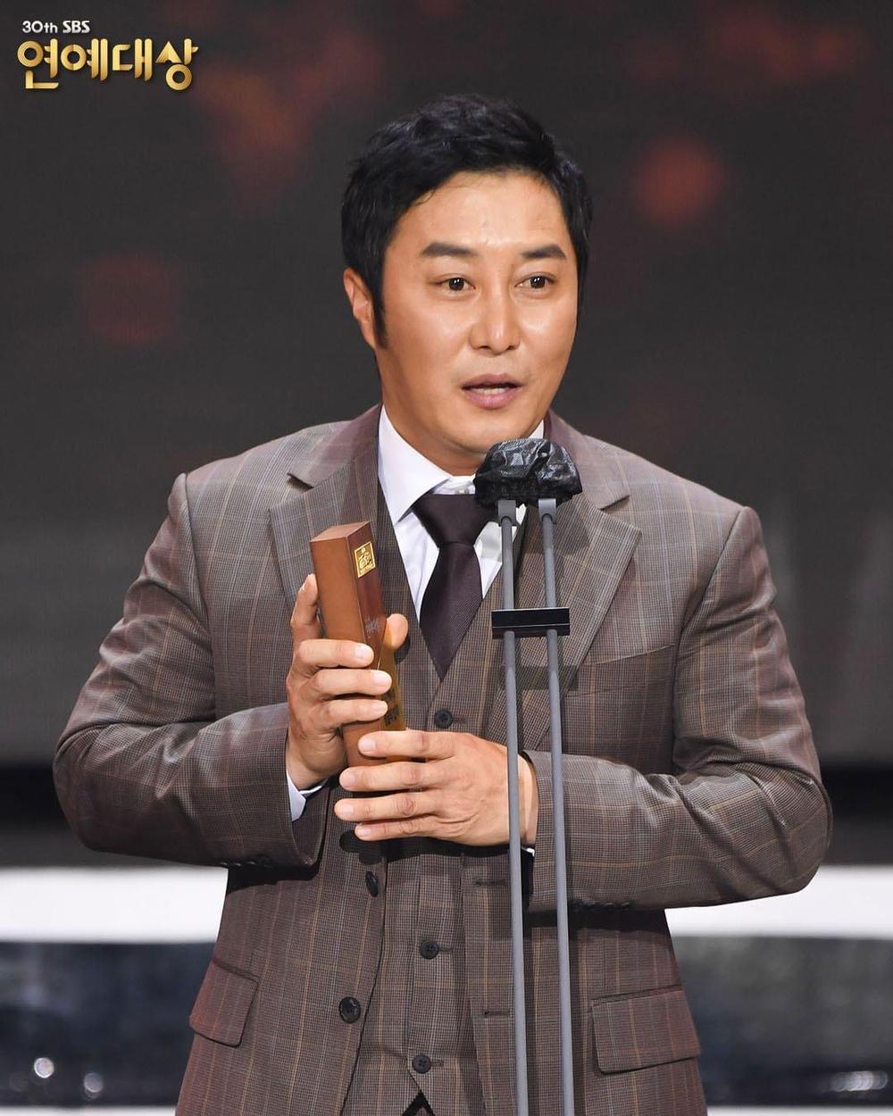 Kết quả 'SBS Entertainment Awards 2020': Kim Jong Kook thắng Daesang, Yoo Jae Suk 'Running Man' trắng tay Ảnh 49