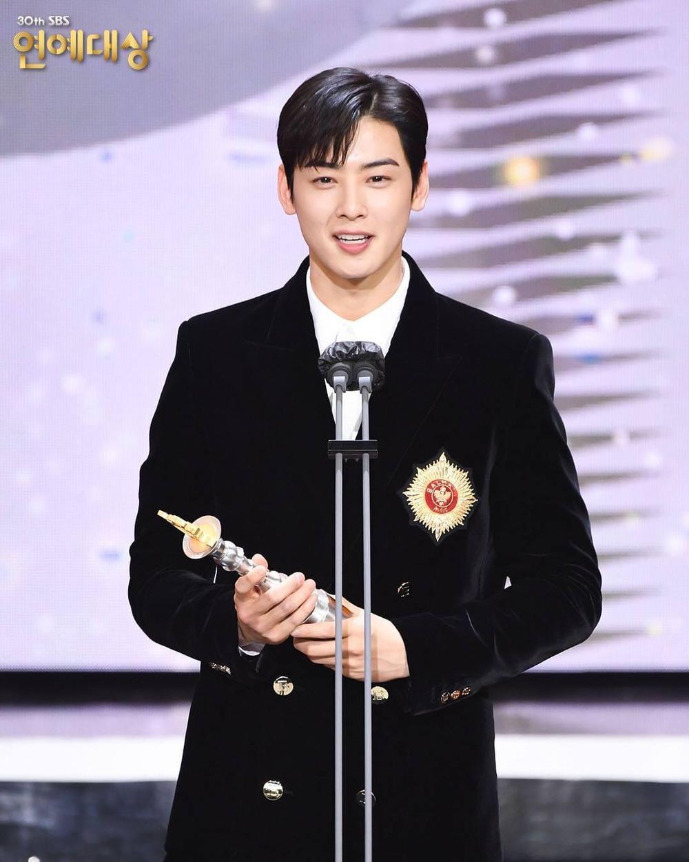 Kết quả 'SBS Entertainment Awards 2020': Kim Jong Kook thắng Daesang, Yoo Jae Suk 'Running Man' trắng tay Ảnh 61