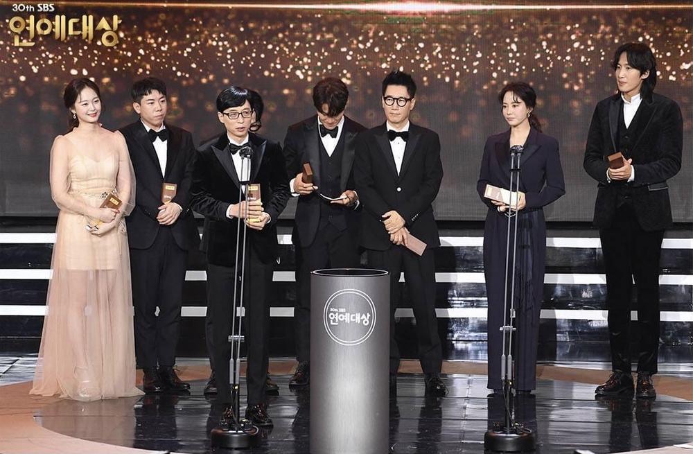 Kết quả 'SBS Entertainment Awards 2020': Kim Jong Kook thắng Daesang, Yoo Jae Suk 'Running Man' trắng tay Ảnh 43