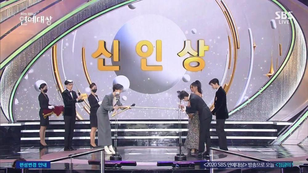 Kết quả 'SBS Entertainment Awards 2020': Kim Jong Kook thắng Daesang, Yoo Jae Suk 'Running Man' trắng tay Ảnh 11