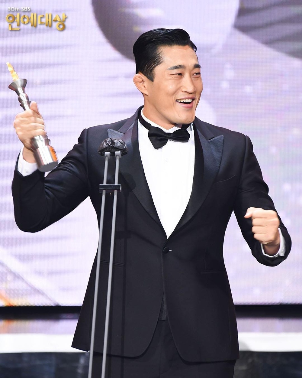 Kết quả 'SBS Entertainment Awards 2020': Kim Jong Kook thắng Daesang, Yoo Jae Suk 'Running Man' trắng tay Ảnh 29