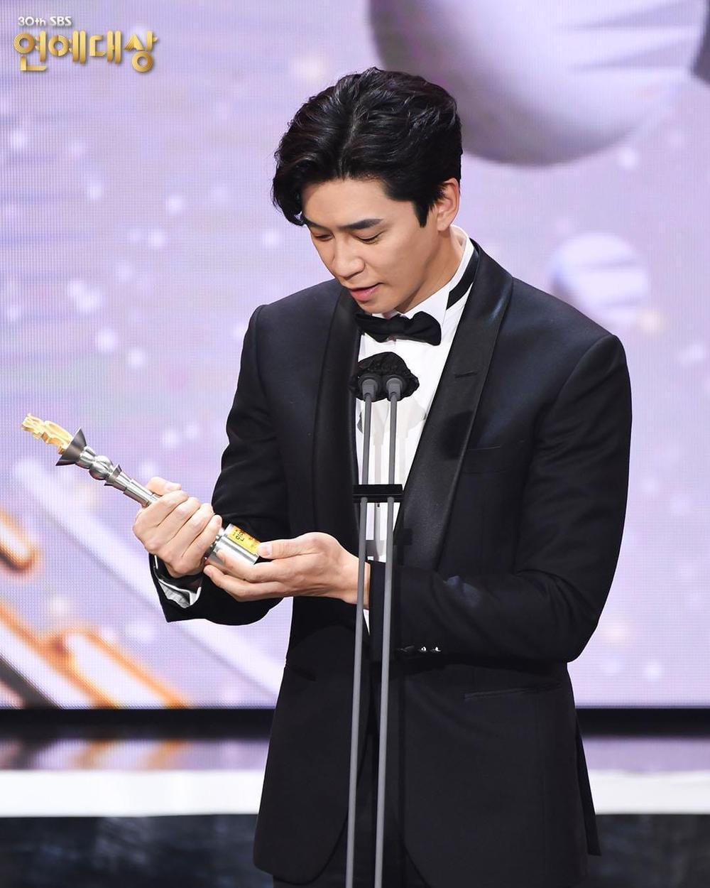 Kết quả 'SBS Entertainment Awards 2020': Kim Jong Kook thắng Daesang, Yoo Jae Suk 'Running Man' trắng tay Ảnh 54