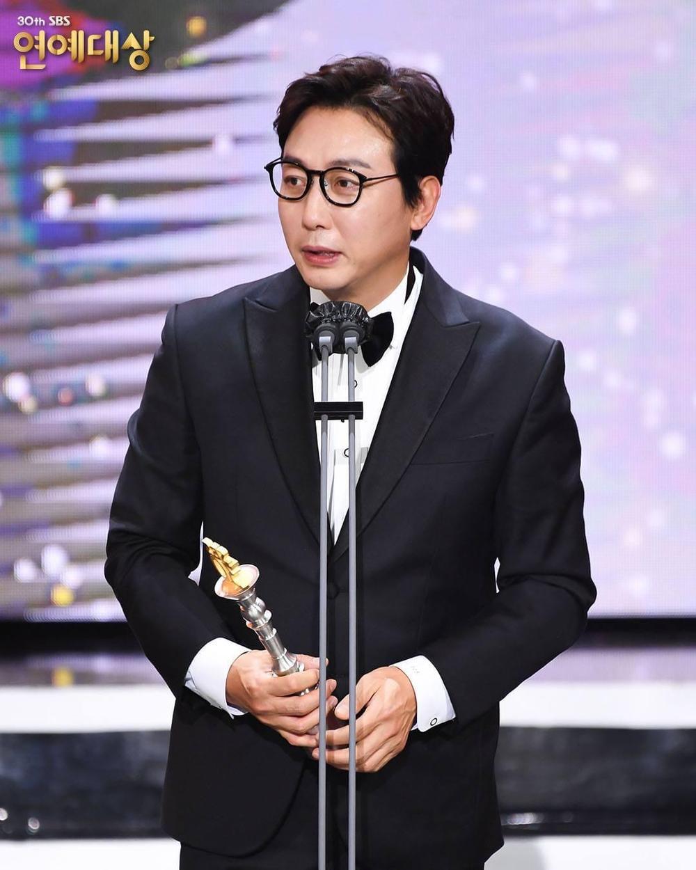 Kết quả 'SBS Entertainment Awards 2020': Kim Jong Kook thắng Daesang, Yoo Jae Suk 'Running Man' trắng tay Ảnh 60
