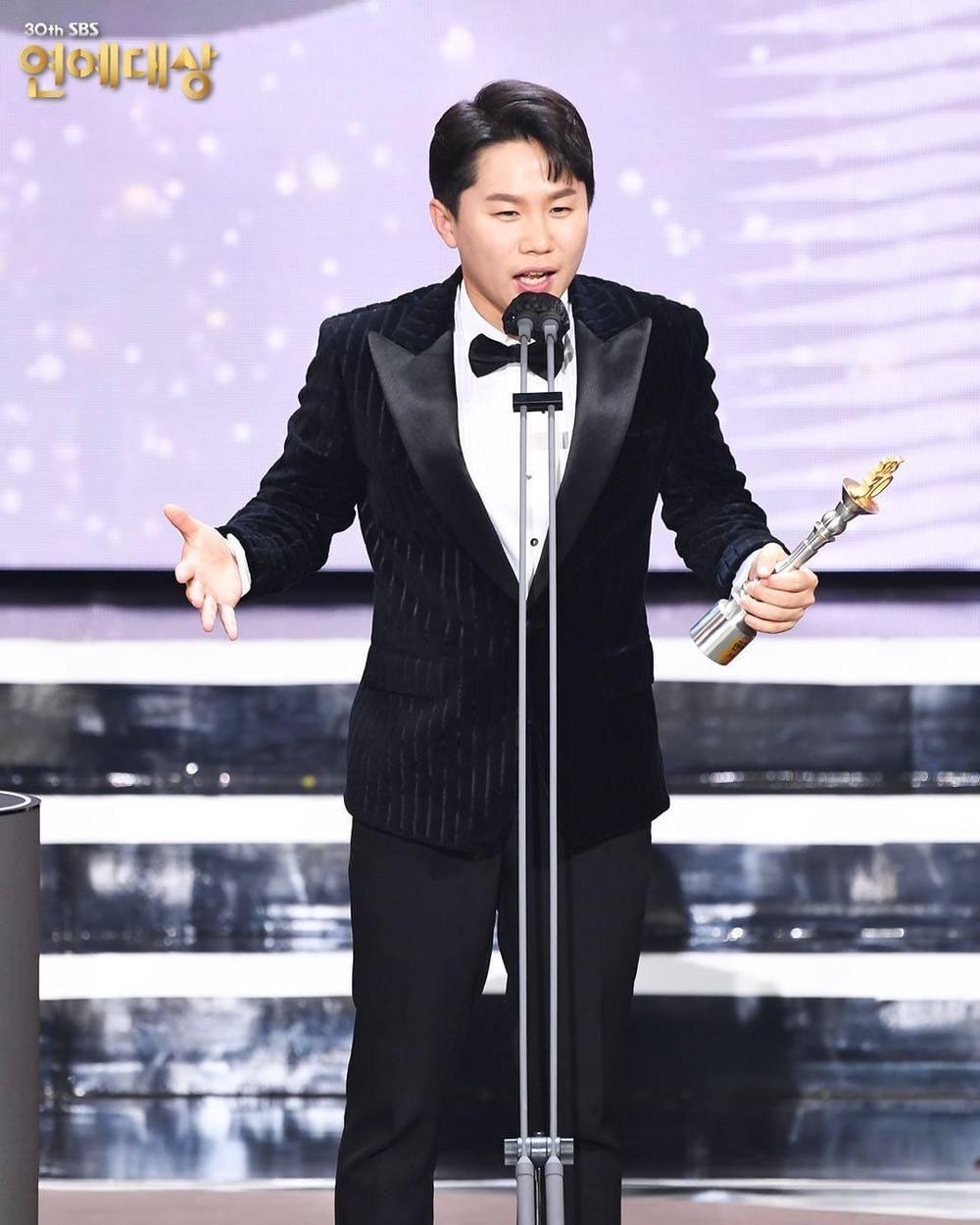 Kết quả 'SBS Entertainment Awards 2020': Kim Jong Kook thắng Daesang, Yoo Jae Suk 'Running Man' trắng tay Ảnh 16