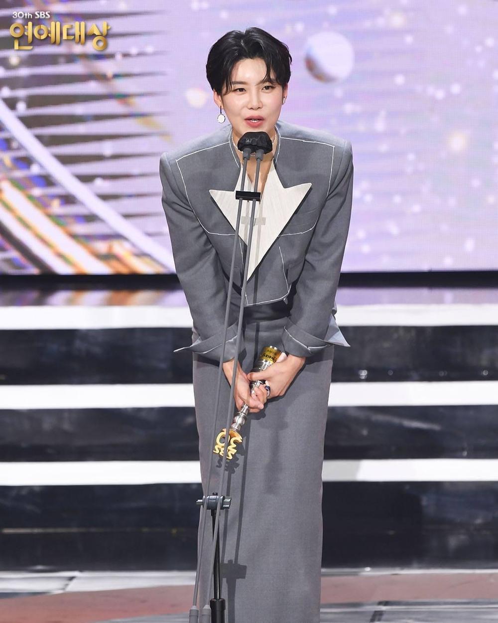Kết quả 'SBS Entertainment Awards 2020': Kim Jong Kook thắng Daesang, Yoo Jae Suk 'Running Man' trắng tay Ảnh 31