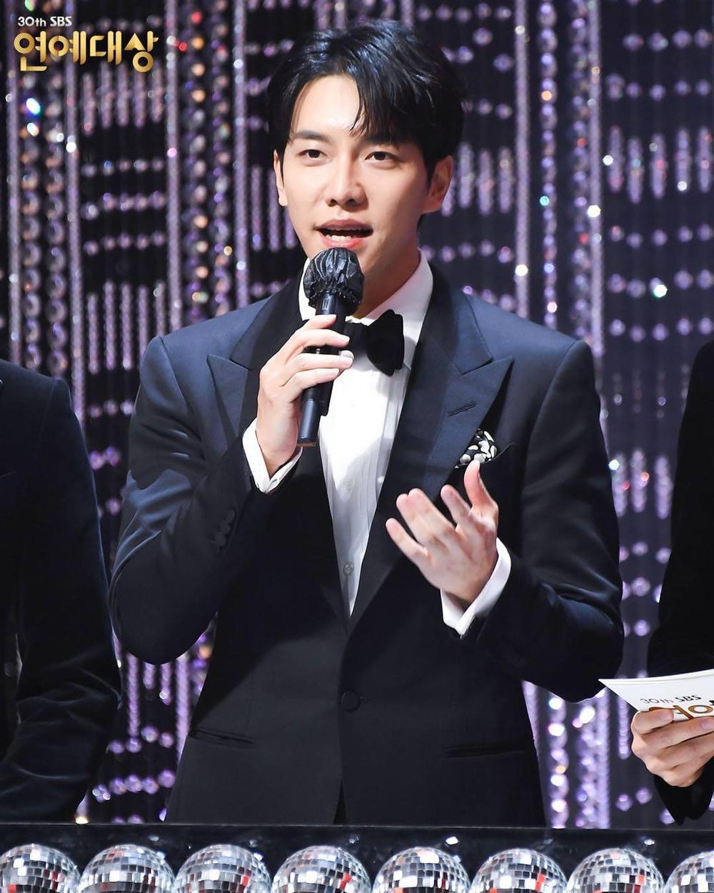 Kết quả 'SBS Entertainment Awards 2020': Kim Jong Kook thắng Daesang, Yoo Jae Suk 'Running Man' trắng tay Ảnh 6