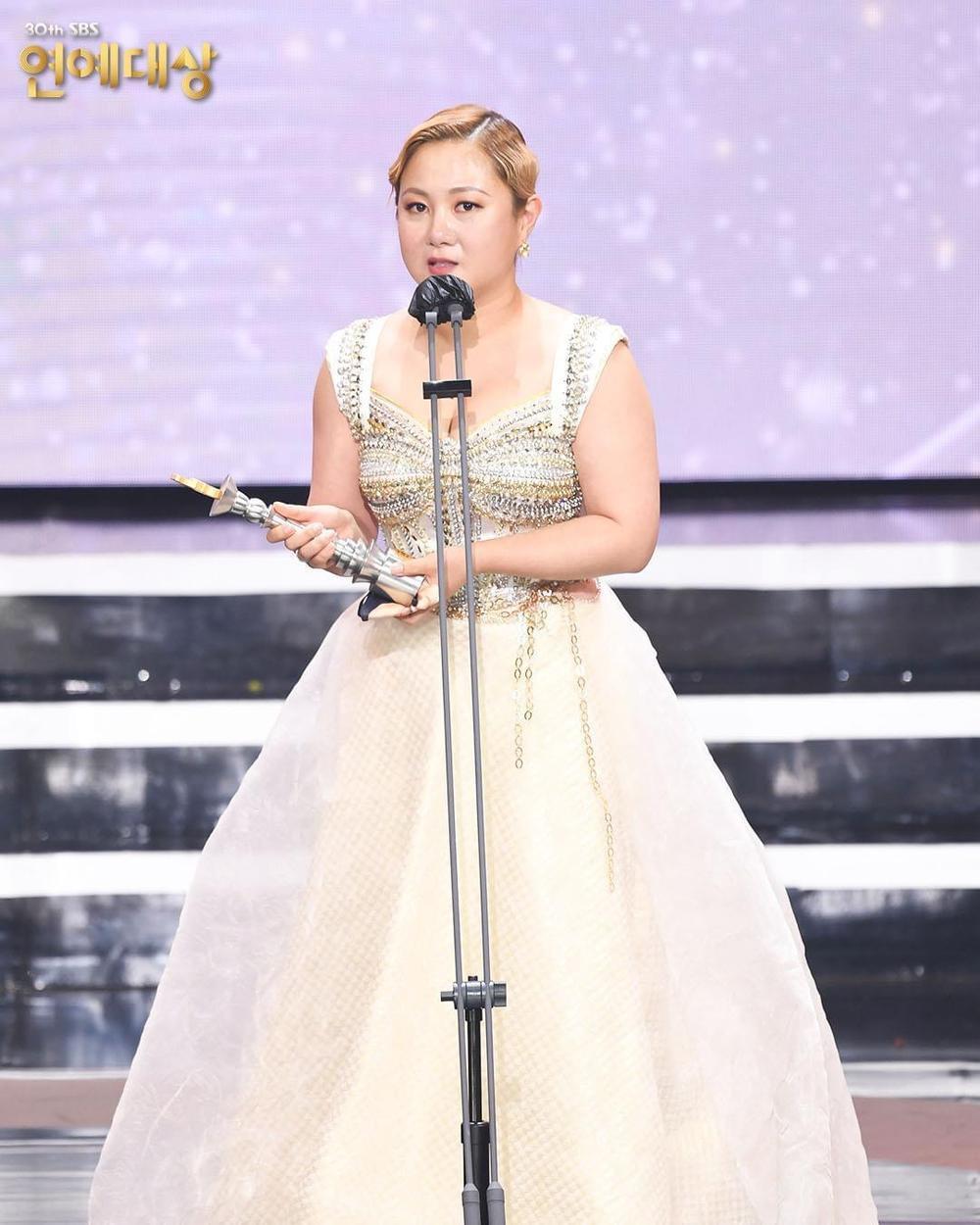 Kết quả 'SBS Entertainment Awards 2020': Kim Jong Kook thắng Daesang, Yoo Jae Suk 'Running Man' trắng tay Ảnh 34