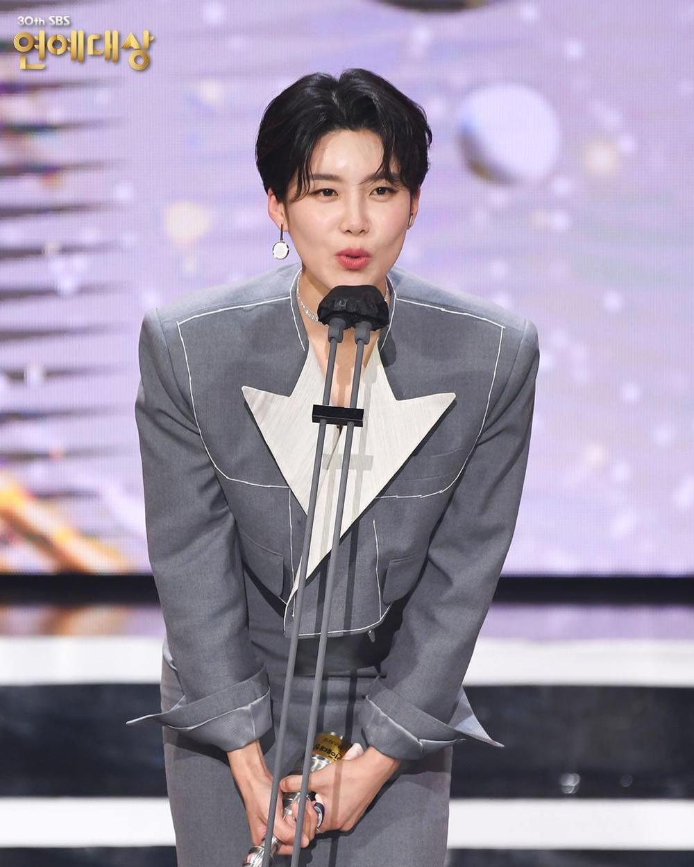 Kết quả 'SBS Entertainment Awards 2020': Kim Jong Kook thắng Daesang, Yoo Jae Suk 'Running Man' trắng tay Ảnh 36