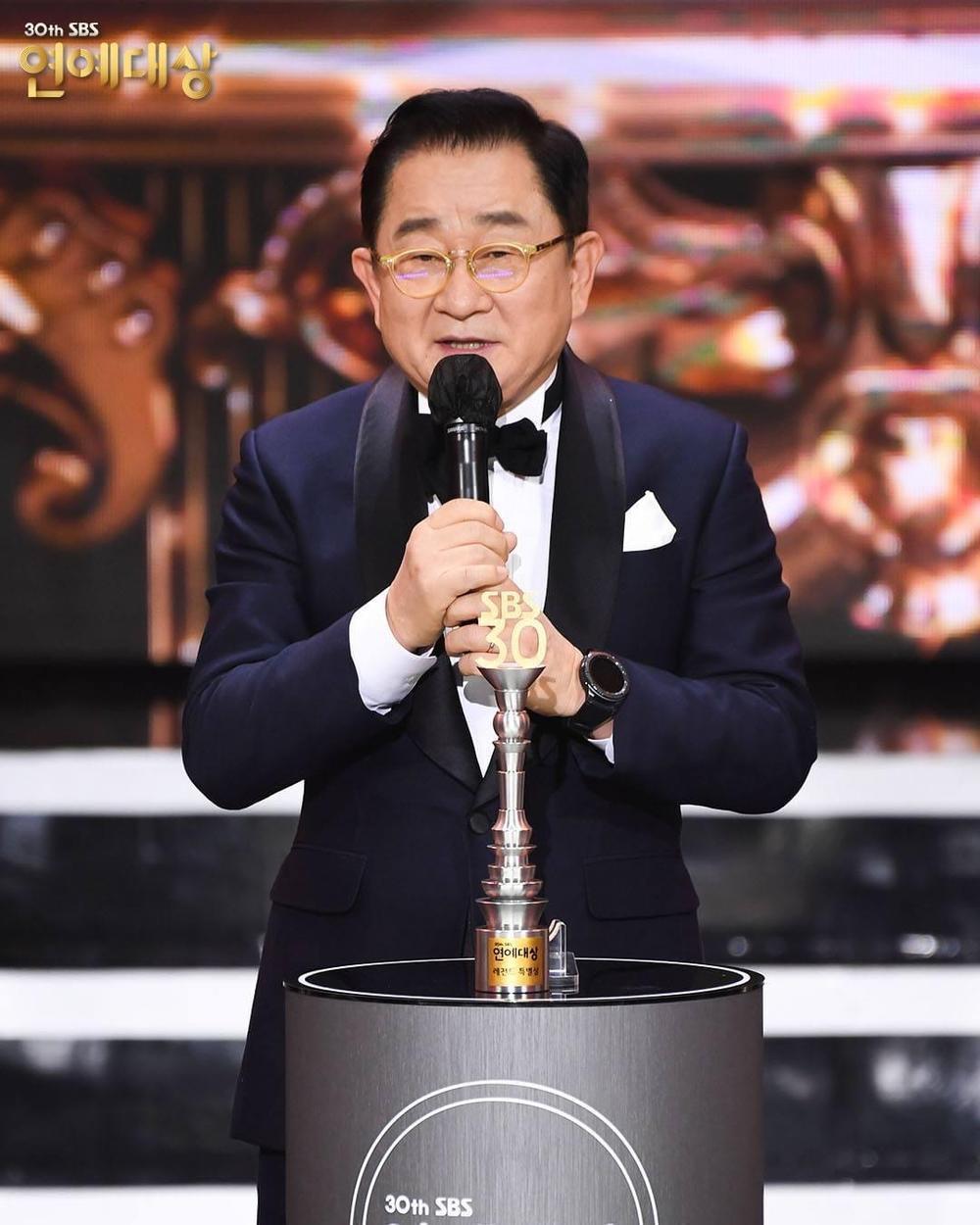 Kết quả 'SBS Entertainment Awards 2020': Kim Jong Kook thắng Daesang, Yoo Jae Suk 'Running Man' trắng tay Ảnh 42