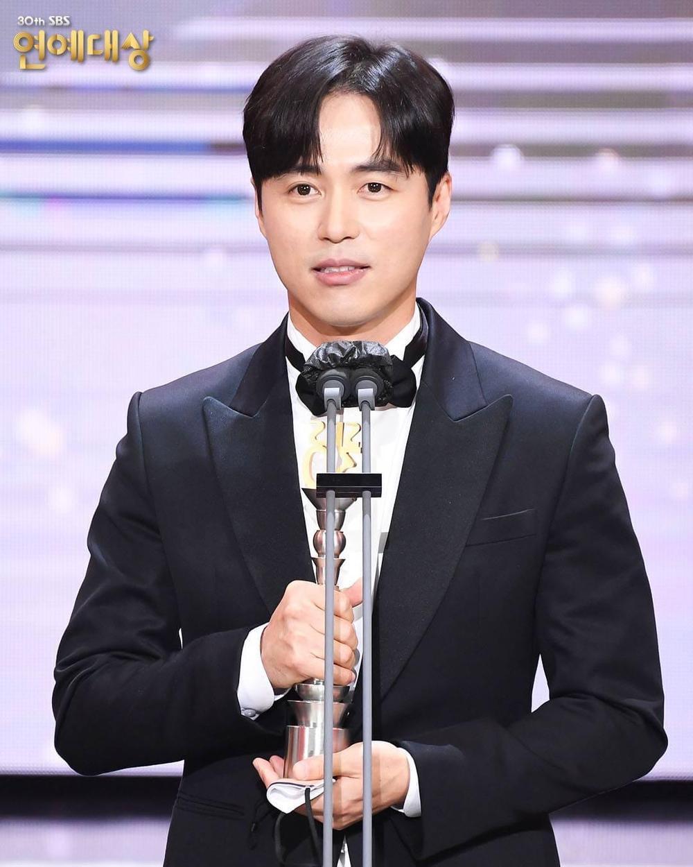Kết quả 'SBS Entertainment Awards 2020': Kim Jong Kook thắng Daesang, Yoo Jae Suk 'Running Man' trắng tay Ảnh 65