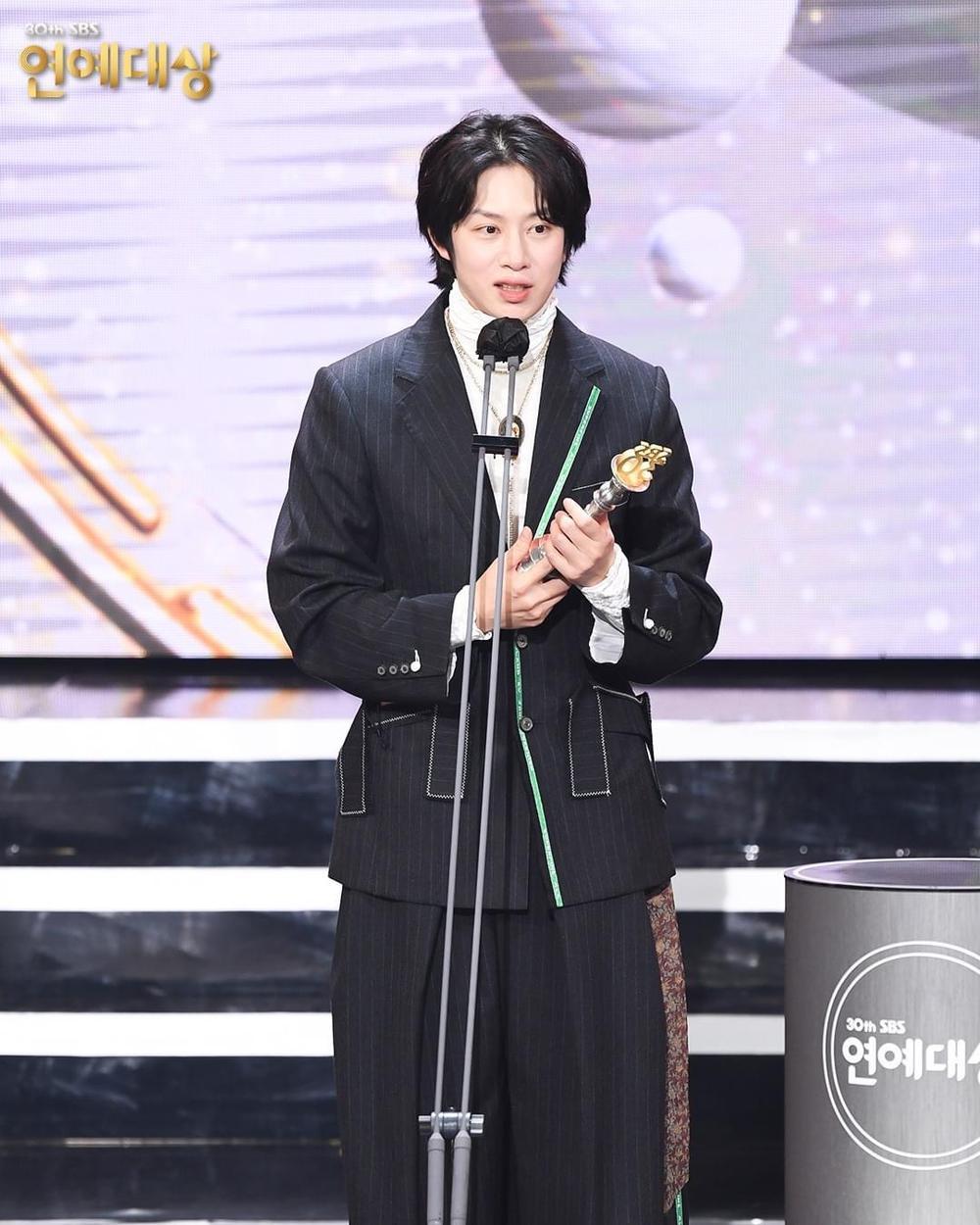 Kết quả 'SBS Entertainment Awards 2020': Kim Jong Kook thắng Daesang, Yoo Jae Suk 'Running Man' trắng tay Ảnh 22