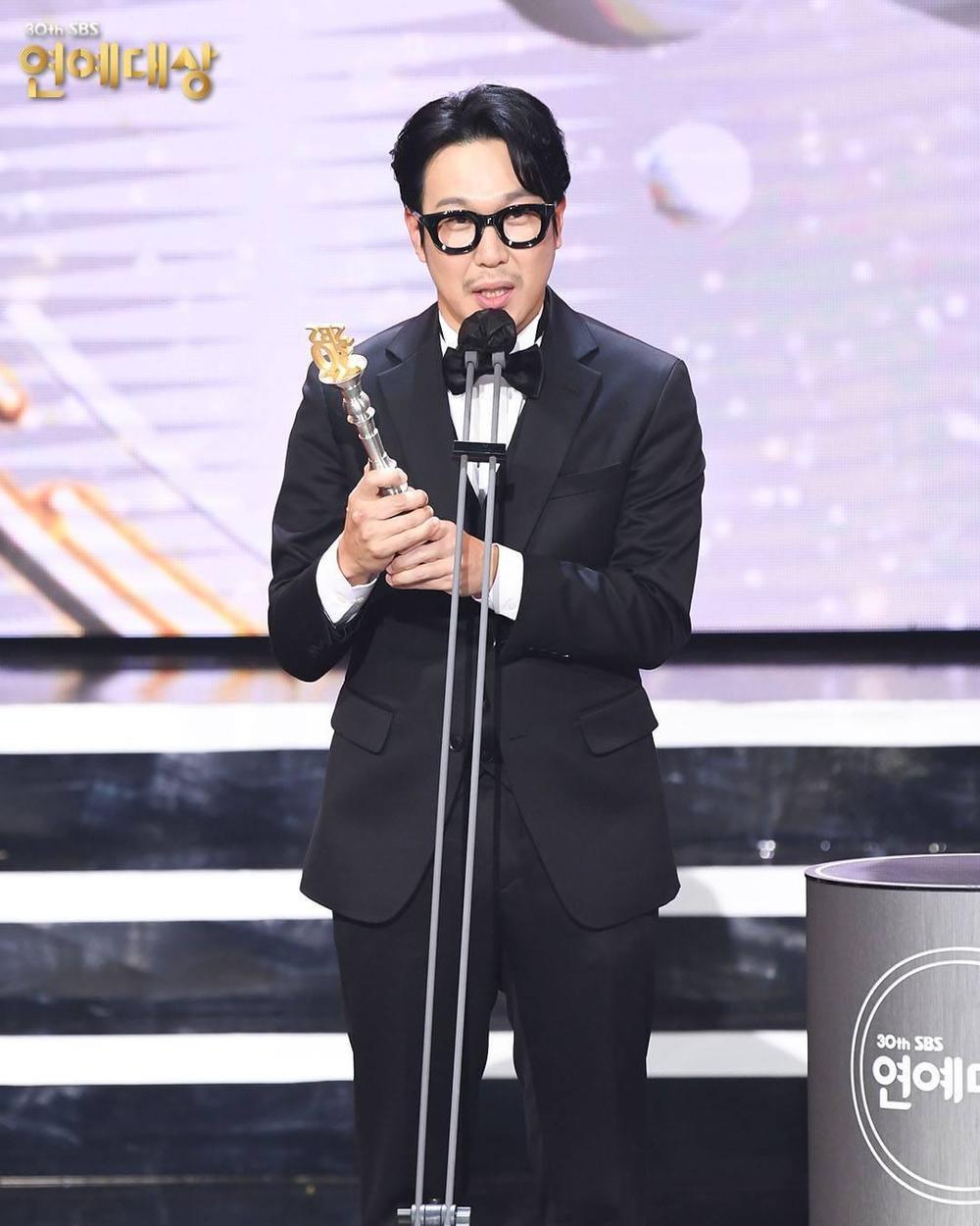 Kết quả 'SBS Entertainment Awards 2020': Kim Jong Kook thắng Daesang, Yoo Jae Suk 'Running Man' trắng tay Ảnh 19