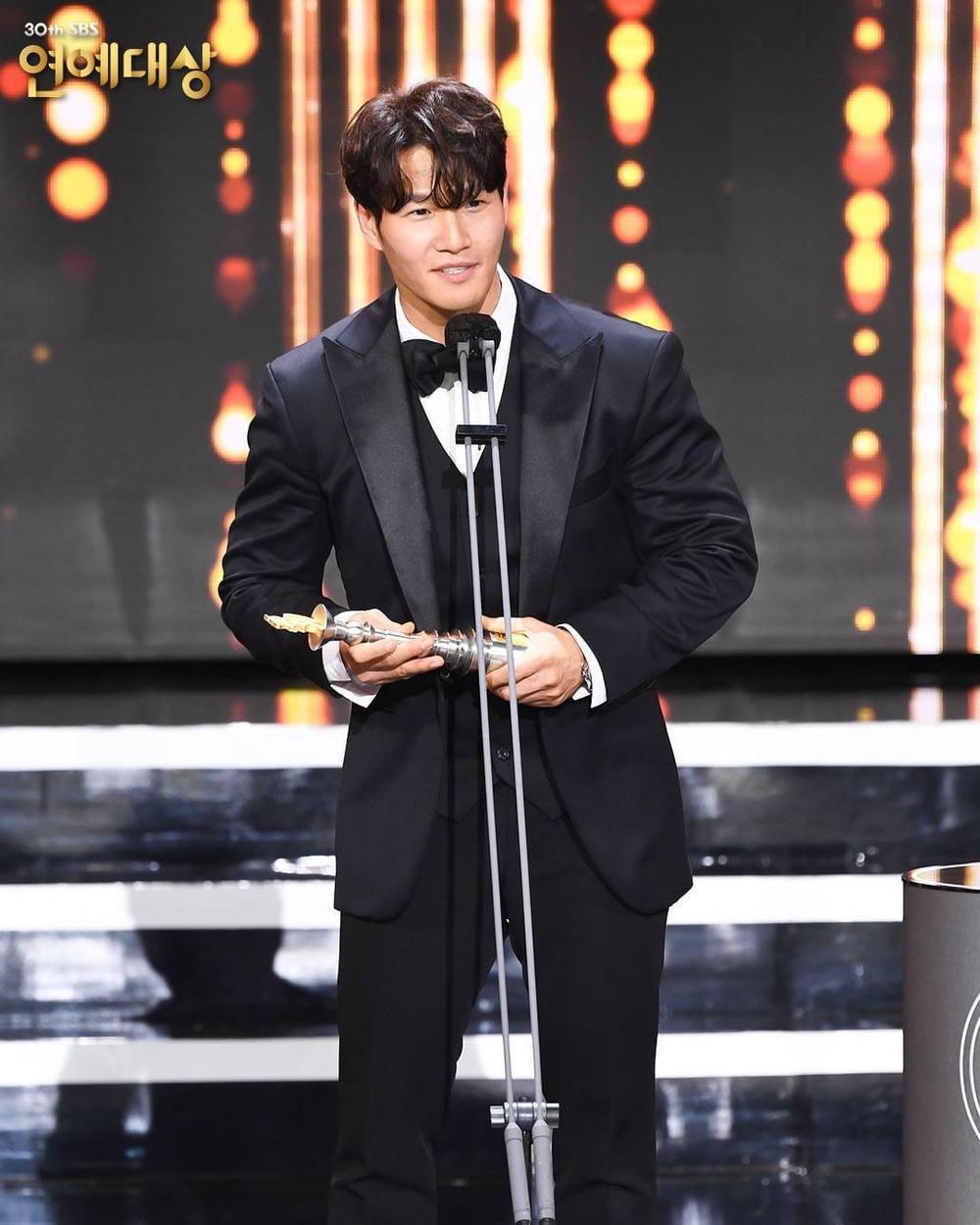 Kết quả 'SBS Entertainment Awards 2020': Kim Jong Kook thắng Daesang, Yoo Jae Suk 'Running Man' trắng tay Ảnh 15