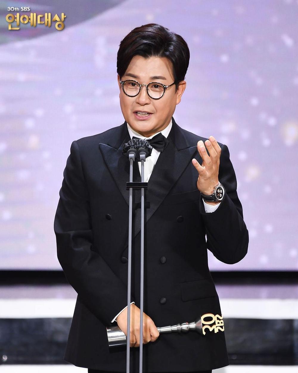 Kết quả 'SBS Entertainment Awards 2020': Kim Jong Kook thắng Daesang, Yoo Jae Suk 'Running Man' trắng tay Ảnh 59