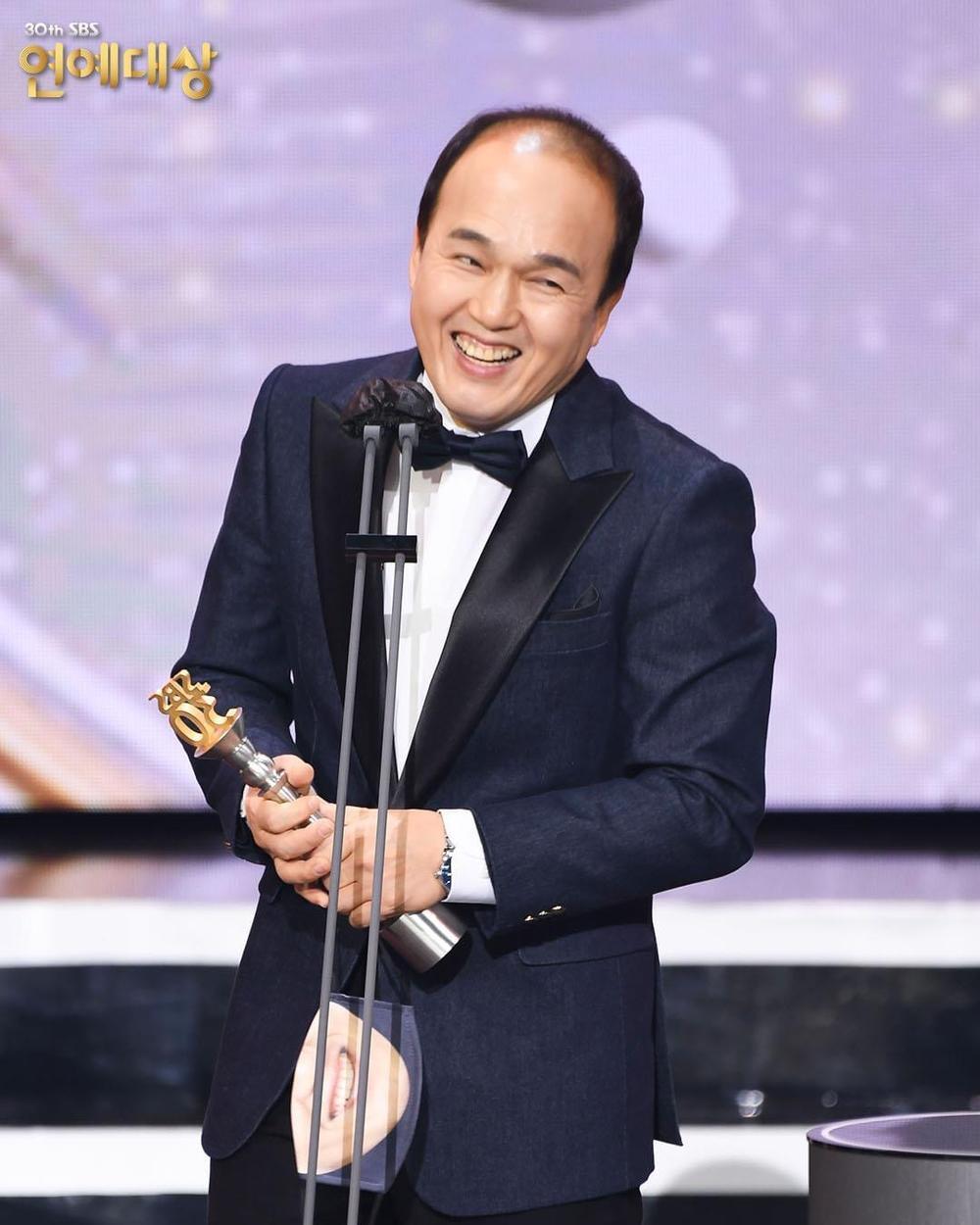 Kết quả 'SBS Entertainment Awards 2020': Kim Jong Kook thắng Daesang, Yoo Jae Suk 'Running Man' trắng tay Ảnh 27