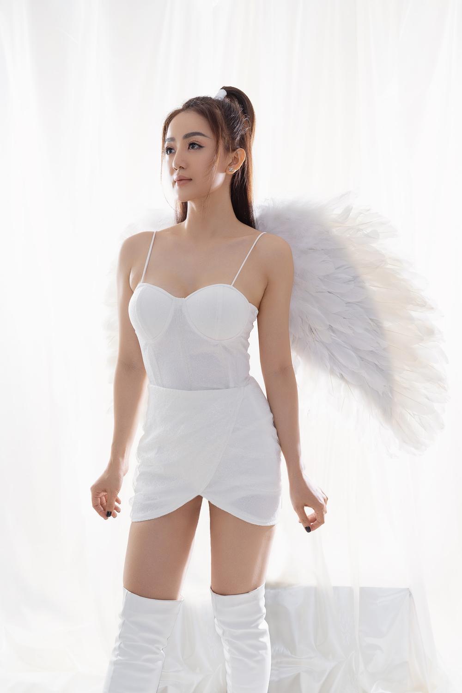 Học trò Đông Nhi gây chú ý với tạo hình thiên thần trong sản phẩm mùa Giáng sinh Ảnh 3