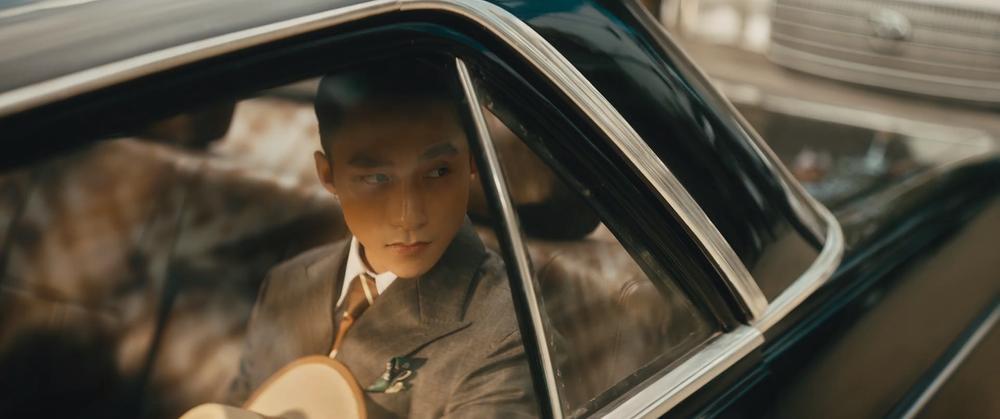 Sơn Tùng M-TP cầm lái xế cổ tiền tỷ trong MV 'Chúng ta của hiện tại' Ảnh 3