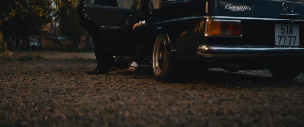 Sơn Tùng M-TP cầm lái xế cổ tiền tỷ trong MV 'Chúng ta của hiện tại' Ảnh 5