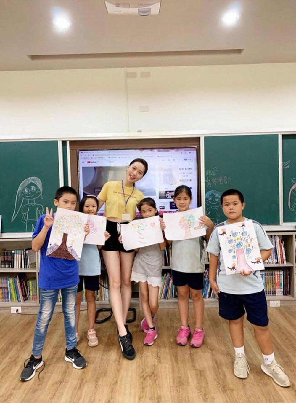Cô giáo mầm non ăn mặc gợi cảm khi đứng lớp khiến phụ huynh tranh cãi dữ dội Ảnh 3