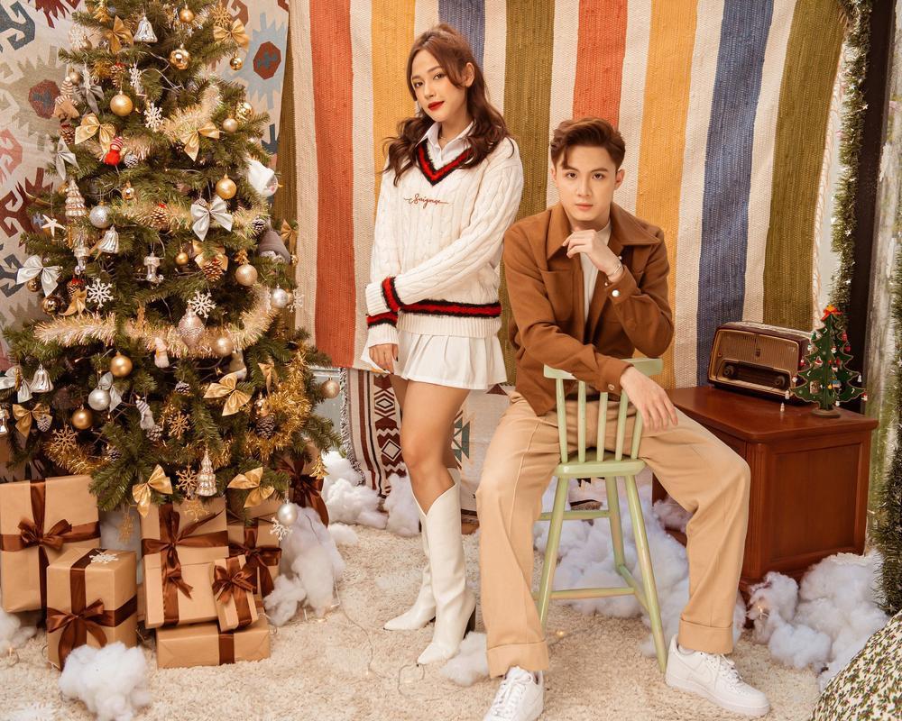 Cara - Noway tung bộ ảnh Giáng Sinh ấm áp, phát 'cẩu lương' miễn phí khiến fan ghen tị Ảnh 2