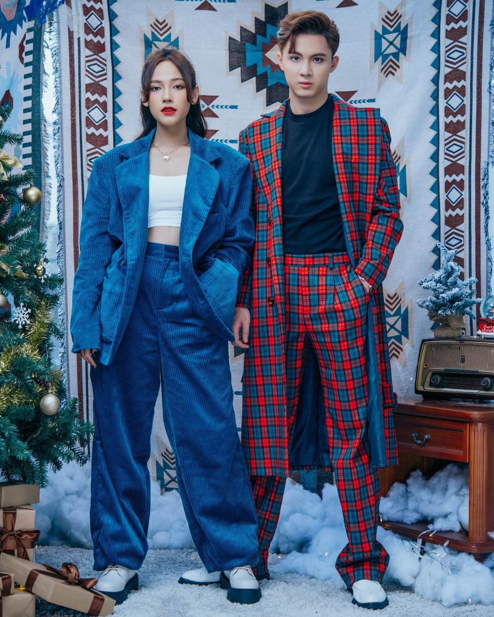 Cara - Noway tung bộ ảnh Giáng Sinh ấm áp, phát 'cẩu lương' miễn phí khiến fan ghen tị Ảnh 5