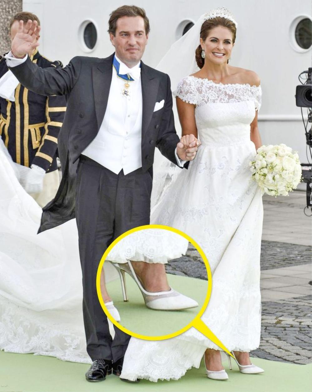 10 đôi giày cao gót huyền thoại trong đám cưới Hoàng gia và Hollywood Ảnh 8