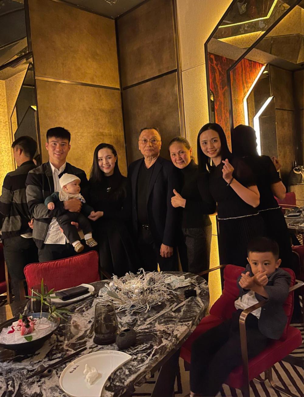 Nàng WAGs Võ Nhật Linh khoe nhan sắc 'gây thương nhớ' dịp lễ Noel Ảnh 3