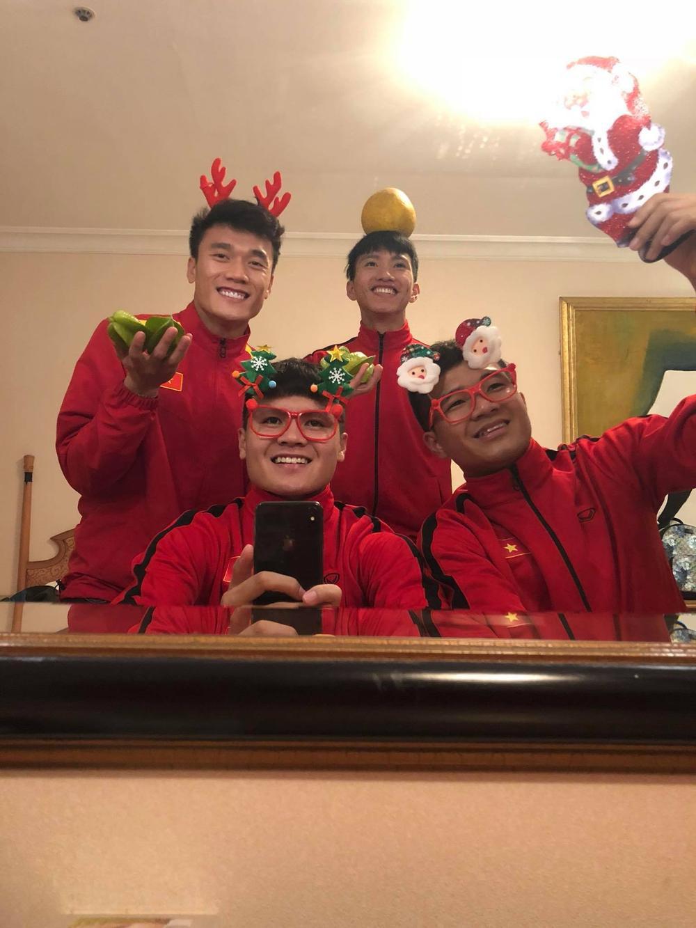 Nàng WAGs Võ Nhật Linh khoe nhan sắc 'gây thương nhớ' dịp lễ Noel Ảnh 6