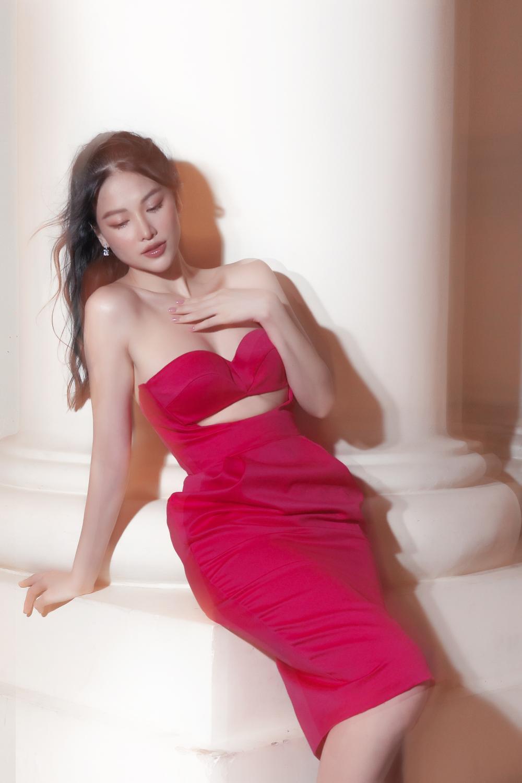 Hoa hậu Phương Khánh tái xuất với style khoe chân ngực tuyệt đẹp Ảnh 20