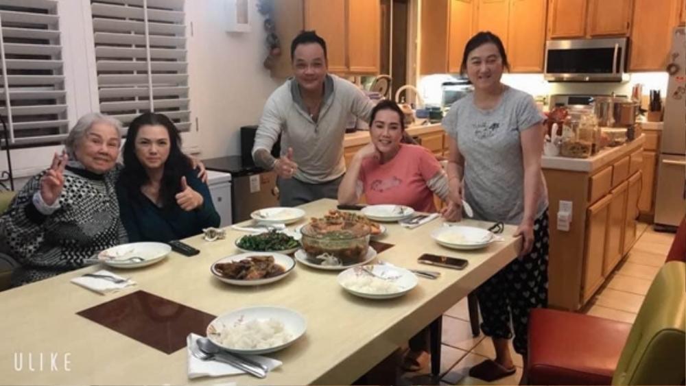 Bà xã cố NS Chí Tài xuất hiện sau đám tang chồng: Nấu lại món cá kho ông xã yêu thích nhất Ảnh 2