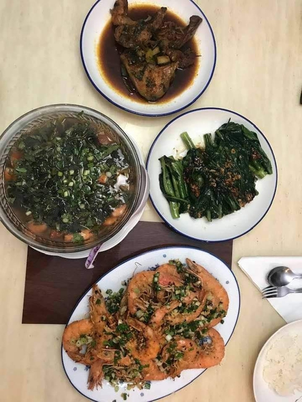 Bà xã cố NS Chí Tài xuất hiện sau đám tang chồng: Nấu lại món cá kho ông xã yêu thích nhất Ảnh 3