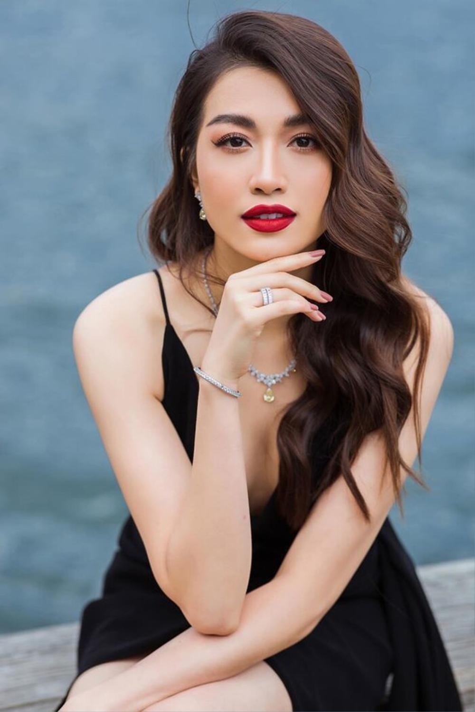 Người mẫu 9X thi hoa hậu thập kỉ 2010 - 2020: Tự hào H'Hen Niê - Hoàng Thùy in-top, kỳ vọng ở Khánh Vân Ảnh 13