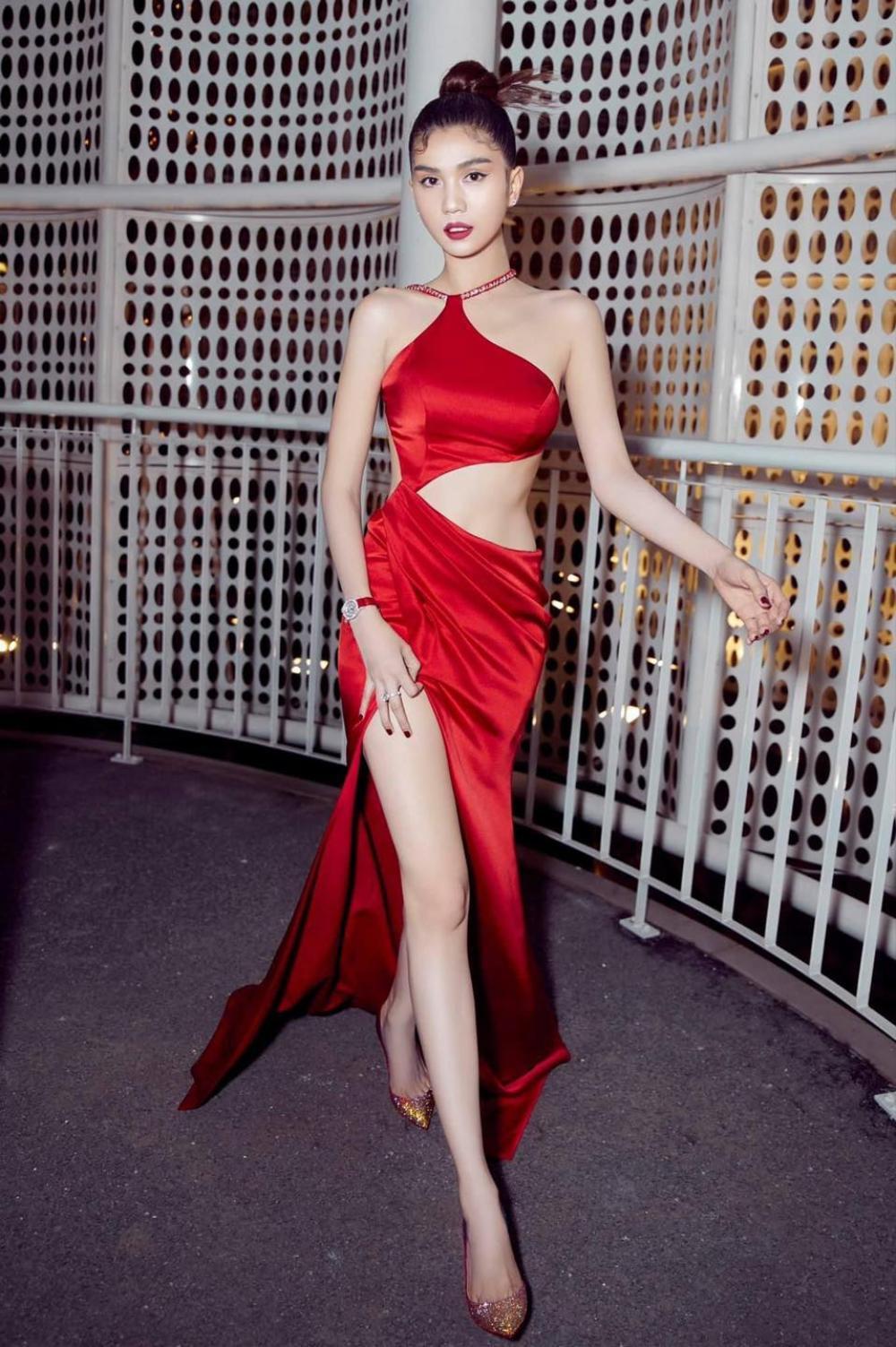 Ngọc Trinh diện váy đỏ rực khoe lưng ong mượt mà đốt mắt fan Ảnh 1